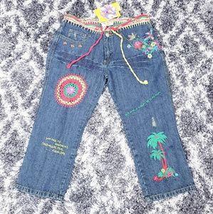 MUCHACHA | Ladies Embroidered Jean Capris